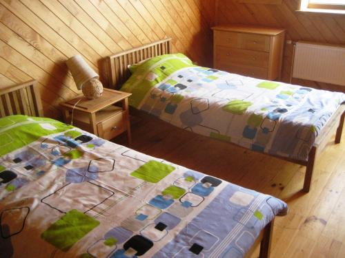 A bed or beds in a room at Zīdu Kolns
