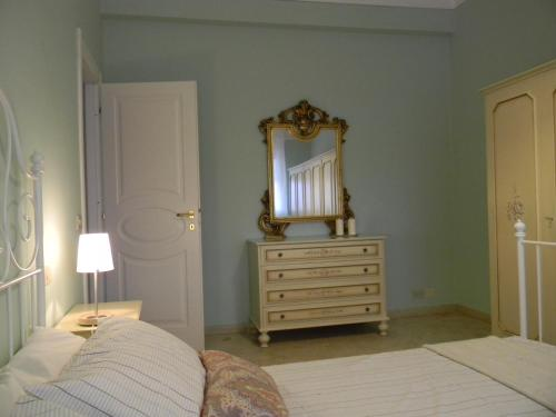 A bed or beds in a room at Villa Serena