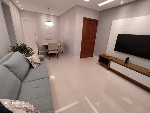A television and/or entertainment centre at Apartamento Camarote