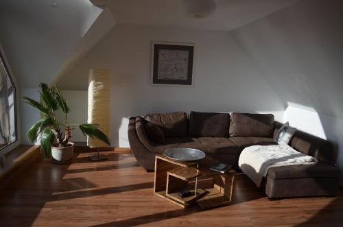 Ein Sitzbereich in der Unterkunft Ferienwohnung Seefrieden