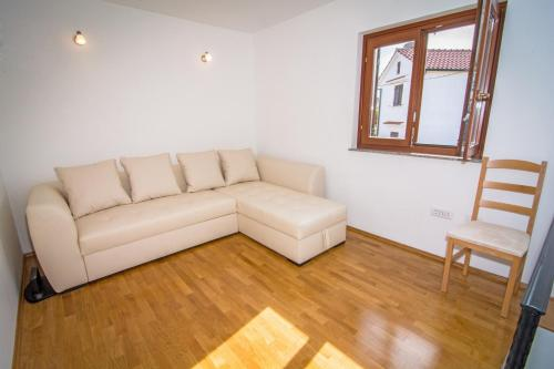 A seating area at Holiday Home Dubi