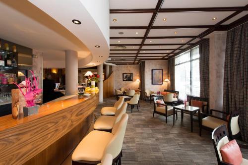 The lounge or bar area at Le Jean-Sébastien Bach