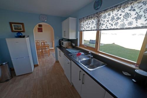 A kitchen or kitchenette at Ard Garraidh