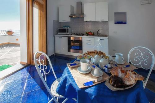 A kitchen or kitchenette at Villa Antica Macina