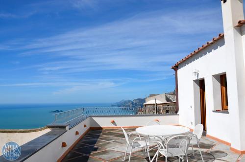 A balcony or terrace at Villa Antica Macina