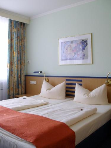 Katil atau katil-katil dalam bilik di Superior Hotel Präsident