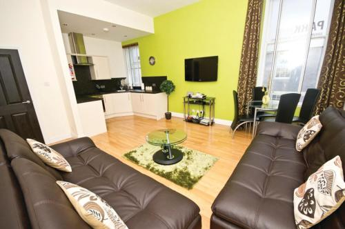 A seating area at Parkhill Luxury Serviced Apartments - City Centre Apartments