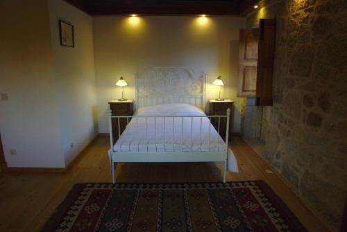A bed or beds in a room at Casa de Chandezil