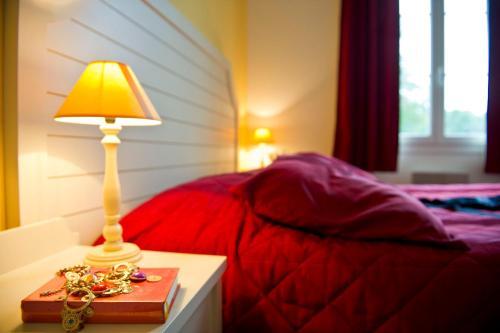 A bed or beds in a room at Résidence Goélia Les Portes d'Étretat