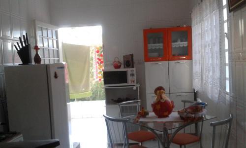A cozinha ou cozinha compacta de Casa Chapada dos Guimarães