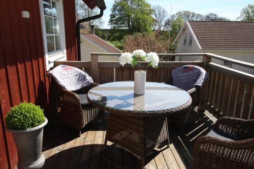 En balkong eller terrass på Hallagärde Gård