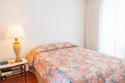 Un pat sau paturi într-o cameră la HS Apartments