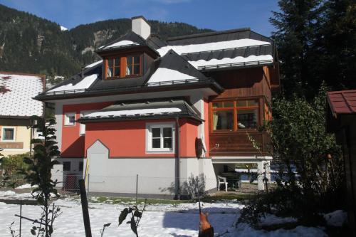 Villa Schnuck - das rote Ferienhaus during the winter