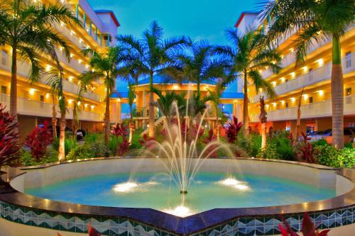 Het zwembad bij of vlak bij Sunset Vistas Two Bedroom Beachfront Suites