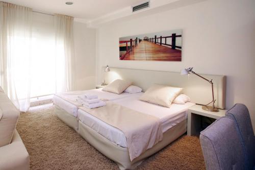 Кровать или кровати в номере Apartments Catedral