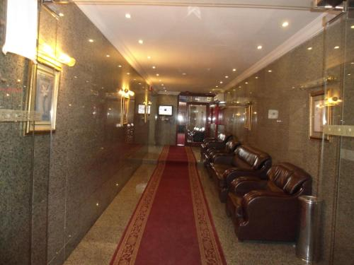 The lobby or reception area at Al Rahaba Almomaiazah Furnished Units 6