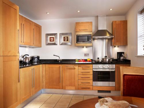 A kitchen or kitchenette at Marlin Apartments Limehouse