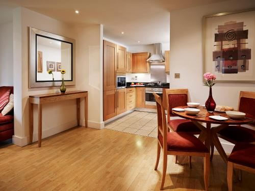 A kitchen or kitchenette at Marlin Apartments Stratford