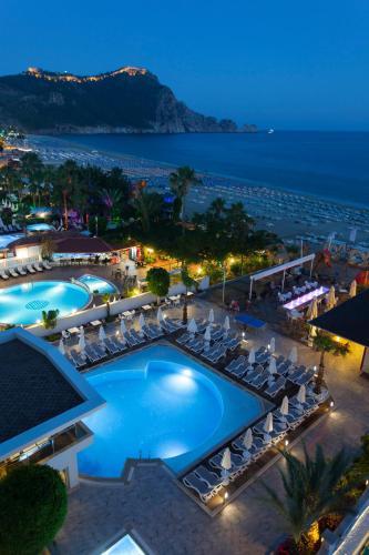 Вид на бассейн в Xperia Saray Beach Hotel или окрестностях