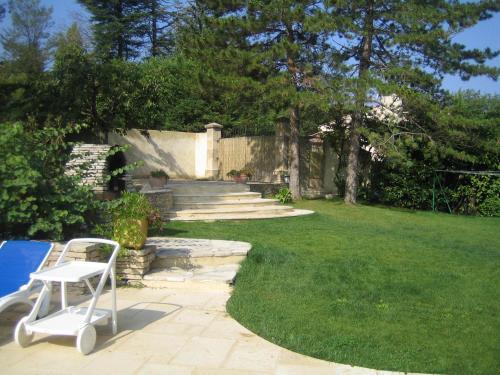 A garden outside Villa Liodrey les Pins