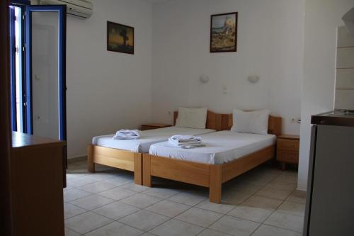 A bed or beds in a room at Hotel Stavris