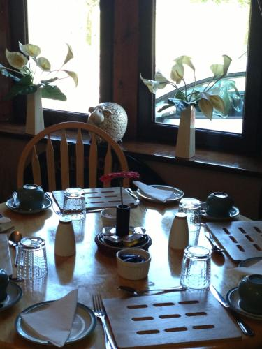 A restaurant or other place to eat at Neptunes Rest Guest Hotel