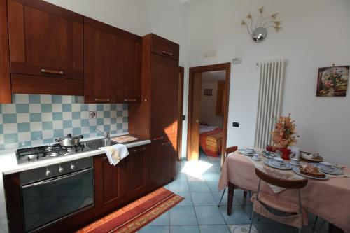 A kitchen or kitchenette at Domus Intra Montes