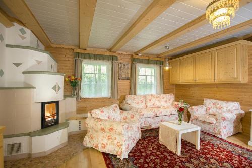 A seating area at Das Altsteirische Landhaus - La Maison de Pronegg
