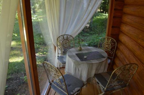 En balkong eller terrasse på Holiday Home Bērzlejas