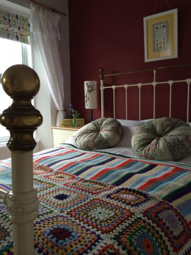 A bed or beds in a room at Lyonesse Guest House