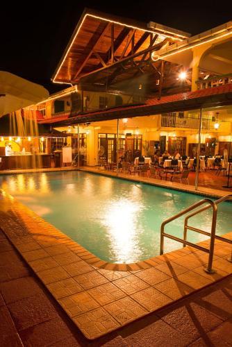 Piscine de l'établissement Grand Coastal Hotel ou située à proximité