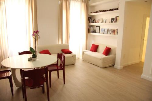 A seating area at Majestade apartment