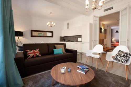 A seating area at Click&Flat Seneca Suites