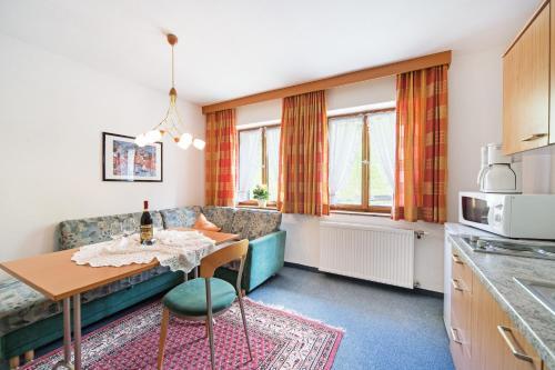 A seating area at Ferienwohnungen Sumperer