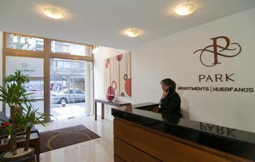 El vestíbulo o zona de recepción de Park Plaza Apart Hotel