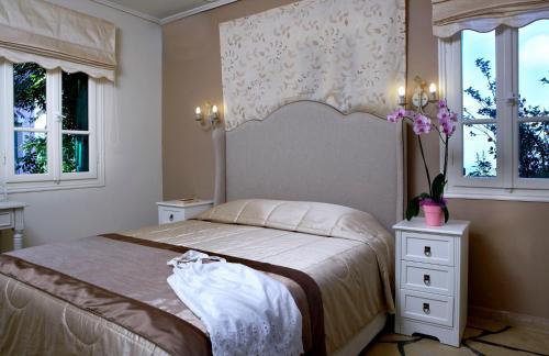 Кровать или кровати в номере Dafnoudi Hotel Apartments