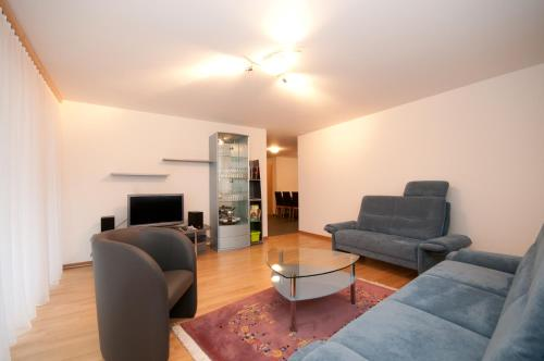 Ein Sitzbereich in der Unterkunft Alpbachstrasse 4, Meiringen