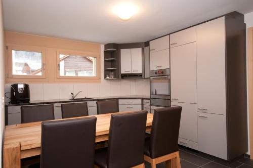 Küche/Küchenzeile in der Unterkunft Alpbachstrasse 4, Meiringen