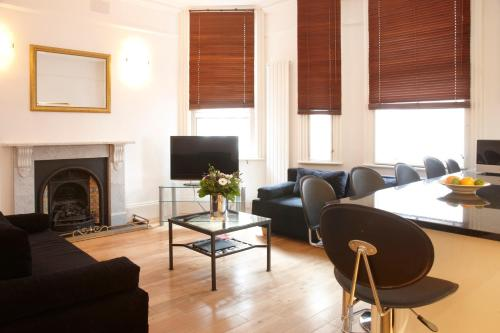 A seating area at 2 Bedroom Bloomsbury Way