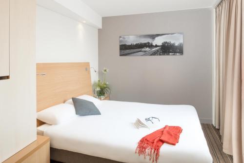 Кровать или кровати в номере Aparthotel Adagio Toulouse Centre Ramblas