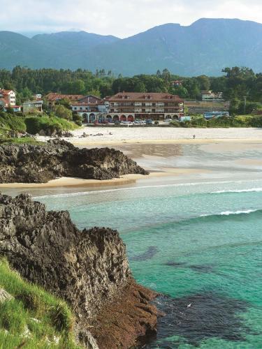 Uma praia em ou perto do hotel
