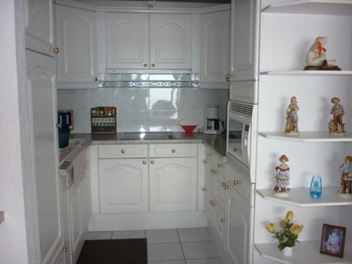 Een keuken of kitchenette bij Apartment Noordzee 7