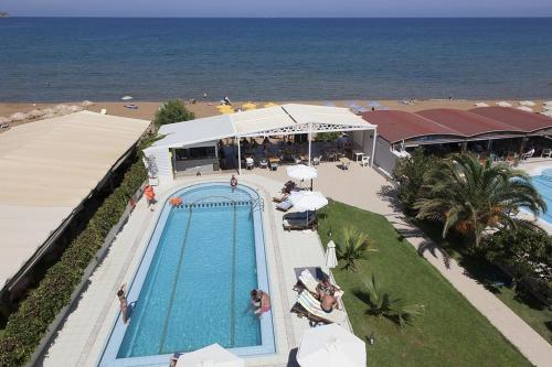 A view of the pool at Tropicana Beach Hotel or nearby