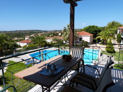 A view of the pool at Oneira Villas or nearby