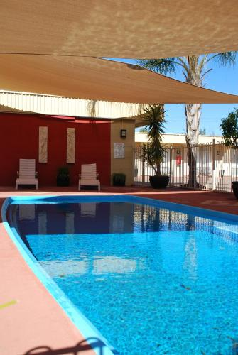 The swimming pool at or close to Desert Sand Motor Inn