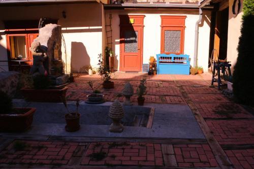 Patio alebo iná vonkajšia časť ubytovania Apartman na Zlatom Dvore
