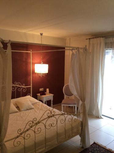 Łóżko lub łóżka w pokoju w obiekcie Aerinon Guesthouse