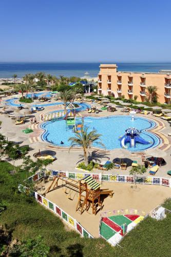 Uitzicht op het zwembad bij The Three Corners Sunny Beach Resort of in de buurt