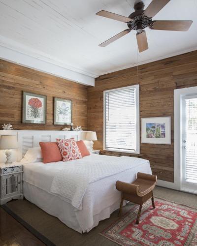 Ein Bett oder Betten in einem Zimmer der Unterkunft Simonton Court Historic Inn & Cottages