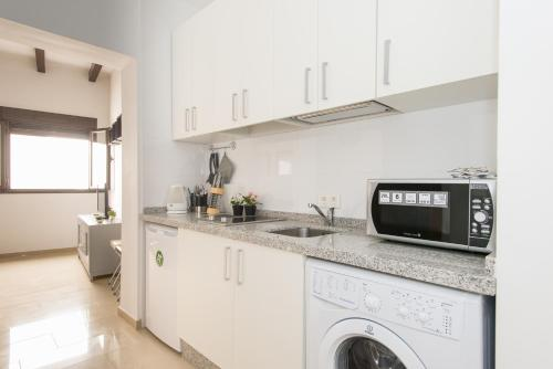 A kitchen or kitchenette at Green-Apartments Plaza Nueva